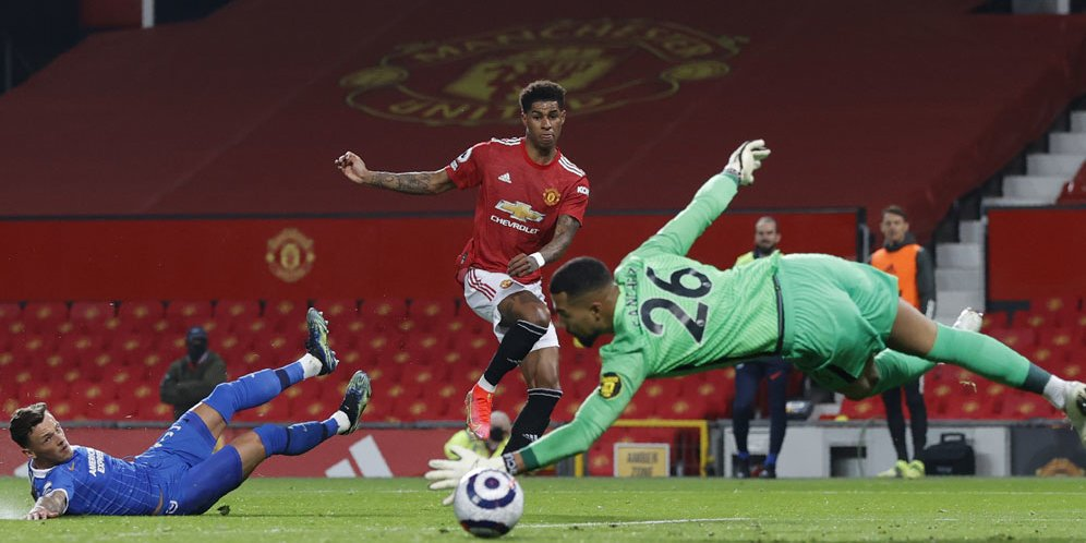Striker Manchester United Marcus Rashford menjebol gawang Brighton di Old Trafford, Senin (05/04/2021) dini hari WIB. © Pool Reuters via AP Photo