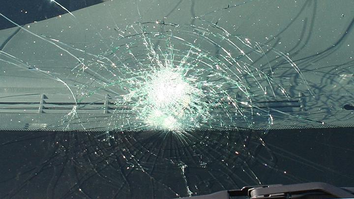 Ilustrasi kaca mobil pecah