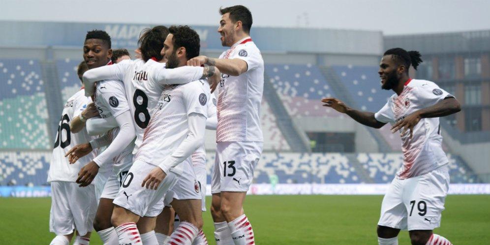 Para pemain AC Milan merayakan golnya ke gawang Sassuolo, Minggu (20/12/2020) malam WIB.