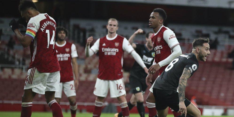 Pemain Burnley merayakan gol bunuh diri Kapten Arsenal Pierre-Emerick Aubameyang di Emirates Stadium, Senin (14/12/2020) dini hari WIB.
