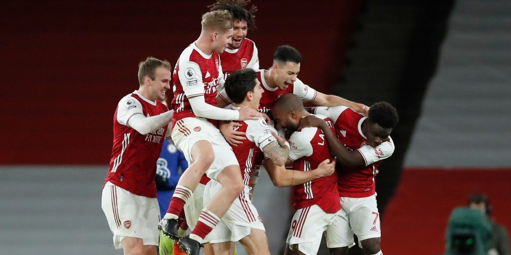 Skuad Arsenal merayakan gol Granit Xhaka ke gawang Chelsea, Minggu (27/12/2020)