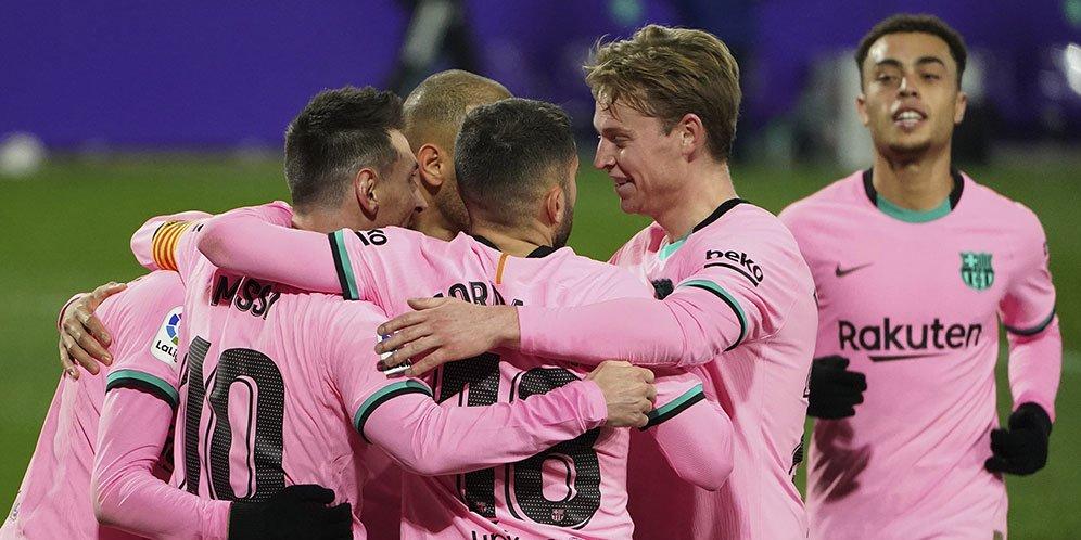 Pemain Barcelona merayakan golnya ke gawang Real Valladolid dalam laga lanjutan La Liga hari Rabu (23/12/2020).