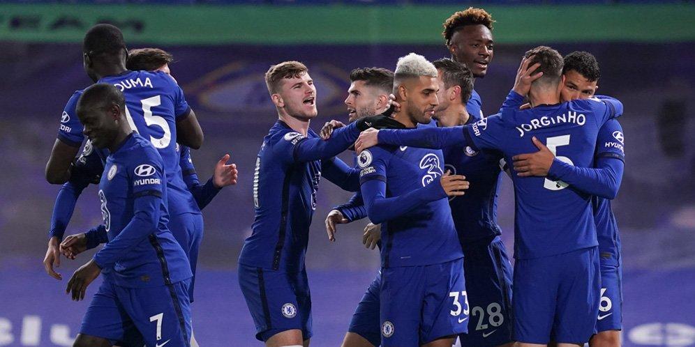 Skuad Chelsea merayakan gol Thiago Silva ke gawang West Ham, Premier League 2020/21