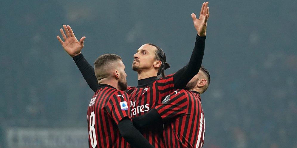 Bomber AC Milan, Zlatan Ibrahimovic merayakan golnya ke gawang Inter Milan.