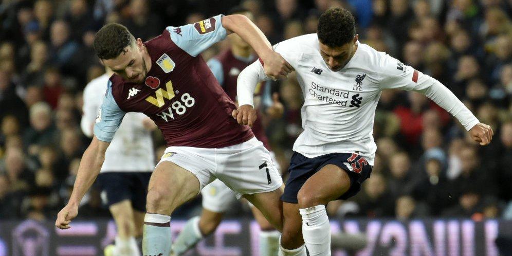 John Mcginn berduel dengan Alex Oxlade Chamberlain di laga Aston Villa vs Liverpool,