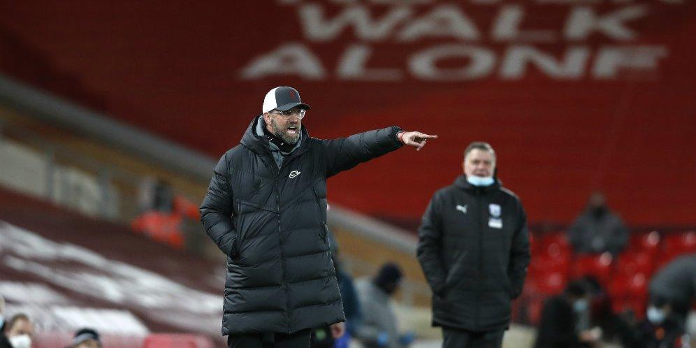Jurgen Klopp saat memberikan instruksi di laga Liverpool vs West Brom, Minggu (27/12/2020) malam WIB.
