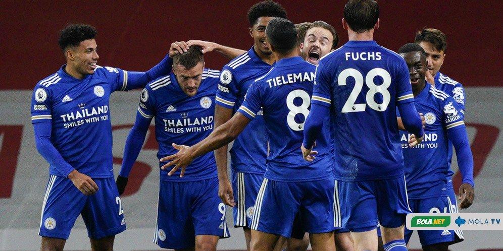 Skuad Leicester City merayakan gol Jamie Vardy ke gawang Arsenal, Senin (26/10/2020)