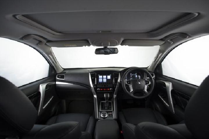 Interior Mitsubishi Pajero Sport facelift 2021. (Mitsubishi)
