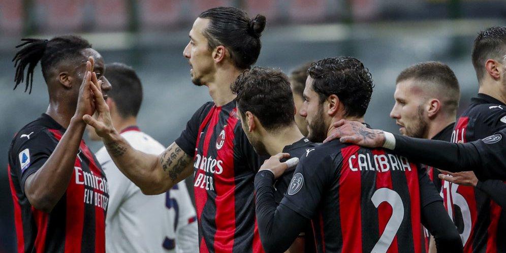 Skuat AC Milan merayakan gol Zlatan Ibrahimovic ke gawang Crotone, Minggu (07/02/2021) malam WIB.