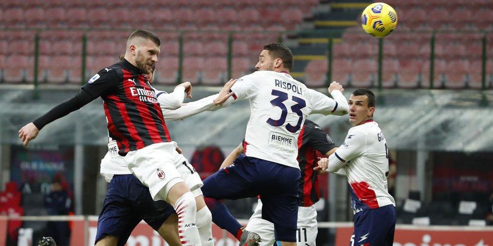 Ante Rebic saat mencetak gol di laga AC Milan vs Crotone di San Siro, Minggu (07/02/2021) malam WIB.