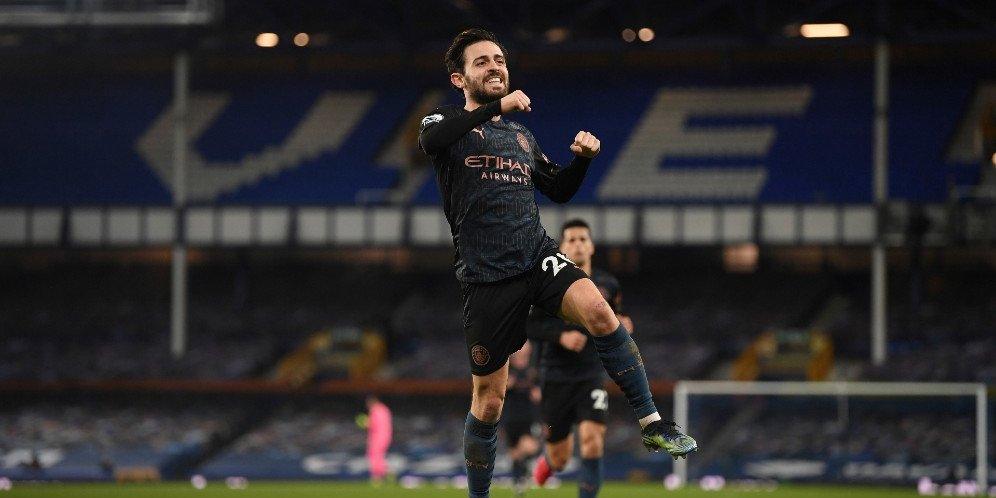Bintang Manchester City, Bernardo Silva merayakan gol ke gawang Everton, Kamis (18/2/2021)
