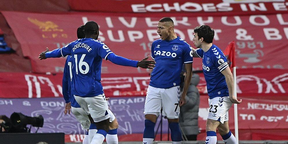 Pemain Everton merayakan gol Richarlison ke gawang Liverpool dalam ajang Premier League, Minggu (21/2/2021) dini hari WIB.