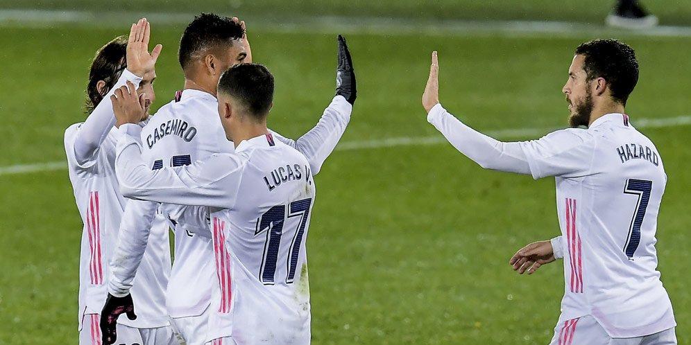 Eden Hazard (kanan) merayakan golnya untuk Real Madrid