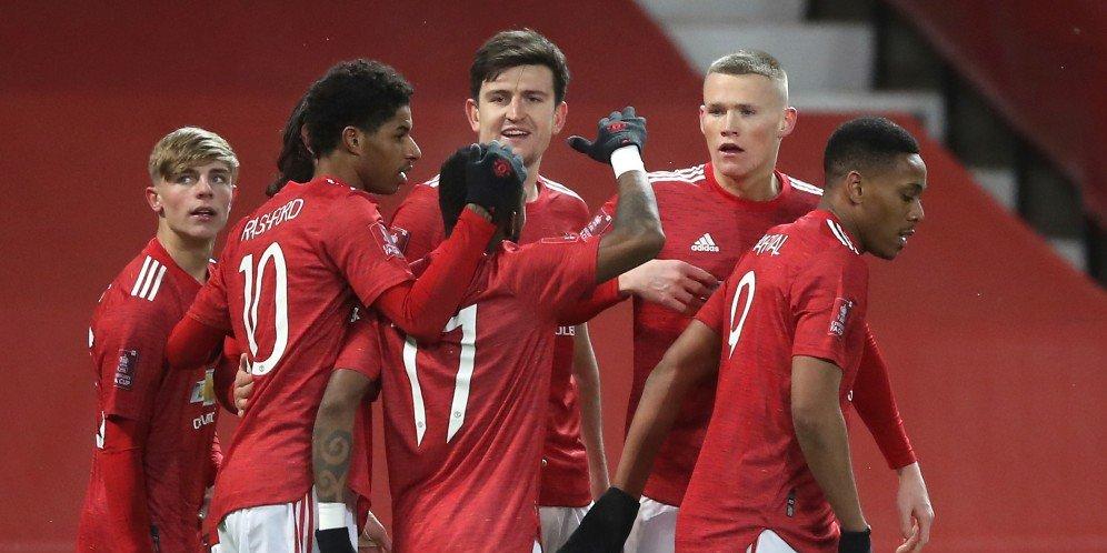 Skuad Manchester United merayakan gol ke gawang West Ham, Rabu (10/2/2021) © Pool PA