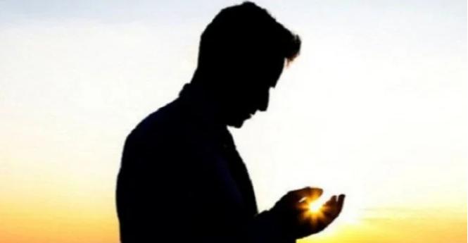 Ilustrasi orang berdoa minta kesehatan.